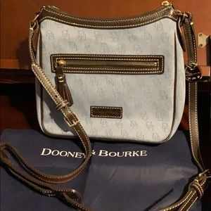 Dooney & Bourke ✨Crossbody Purse